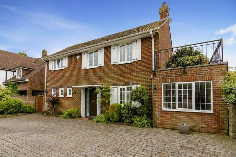 5 Bedrooms Detached House for sale in Hillside Avenue, Worthing