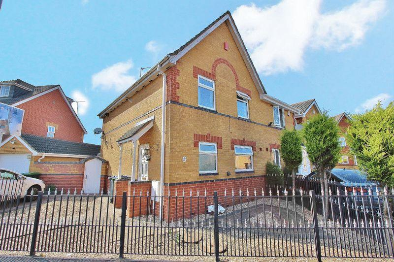 3 Bedrooms Semi Detached House for sale in St Helens Avenue, Tipton