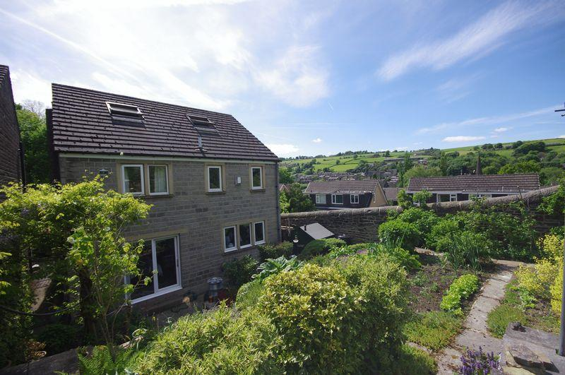 5 Bedrooms Detached House for sale in School Close, Sowerby Bridge