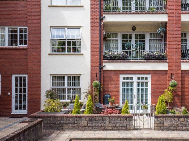 2 Bedrooms Duplex Flat for sale in Fedden Village, Nore Road, Portishead