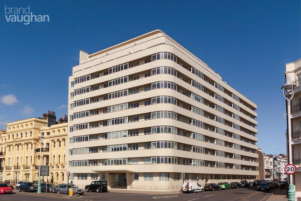 3 Bedrooms Apartment Flat for sale in Embassy Court, Brighton, BN1