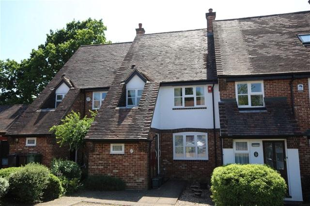 2 Bedrooms House for sale in Lodge Gardens, Harpenden