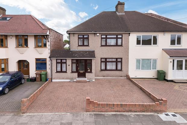 4 Bedrooms Semi Detached House for sale in Barrington Road, Bexleyheath, DA7