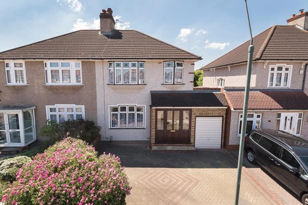 3 Bedrooms Semi Detached House for sale in Chessington Avenue, Bexleyheath, DA7