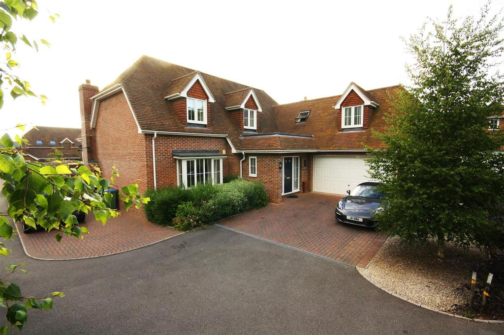 4 Bedrooms Detached House for sale in Wickham, Hampshire