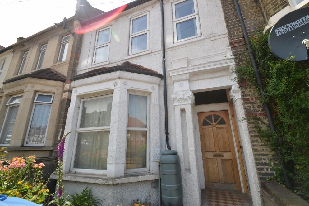 2 Bedrooms Flat for sale in Griffin Road, Plumstead, London SE18