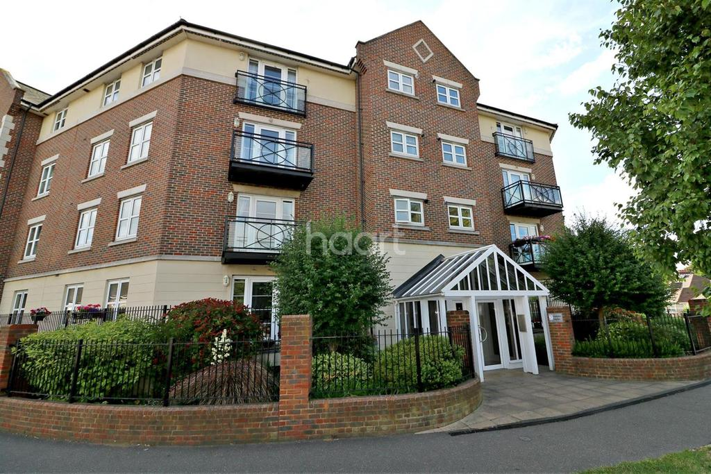 2 Bedrooms Flat for sale in Alexander Heights, Thorpe Bay