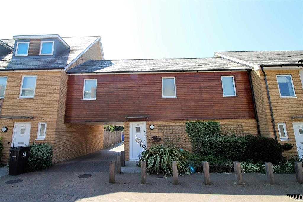2 Bedrooms Town House for sale in Saxton Close, Grays