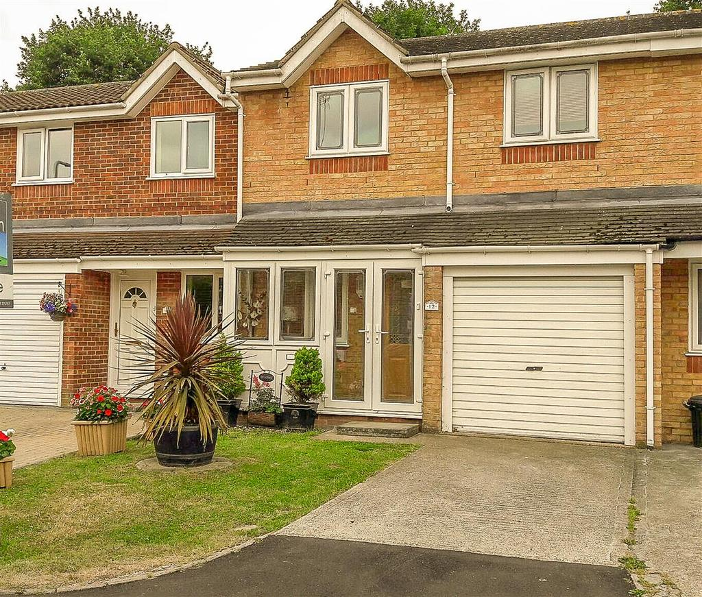 3 Bedrooms Terraced House for sale in Webster close, Hornchurch