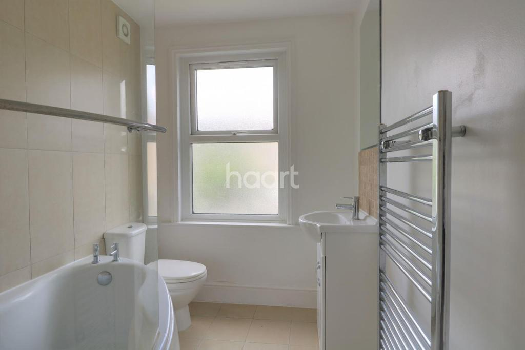 2 Bedrooms Flat for sale in Grove Green Road