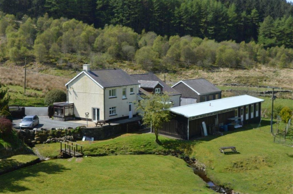 6 Bedrooms Detached House for sale in Diffwys, Tregaron, Ceredigion, SY25