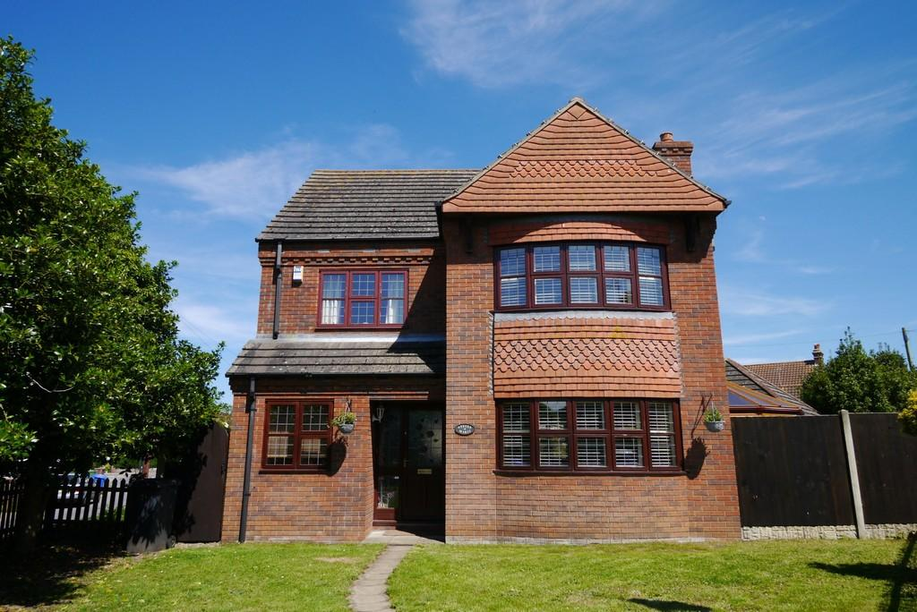 4 Bedrooms Detached House for sale in Saxon Road, Pakefield, Lowestoft