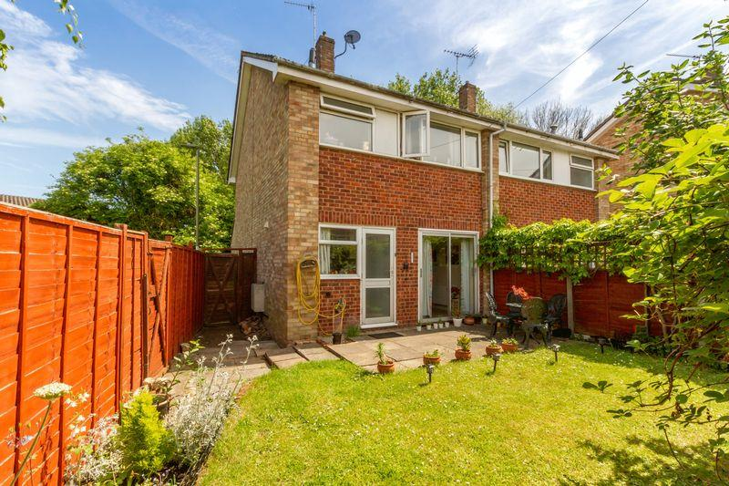3 Bedrooms Terraced House for sale in Meadowside, Abingdon