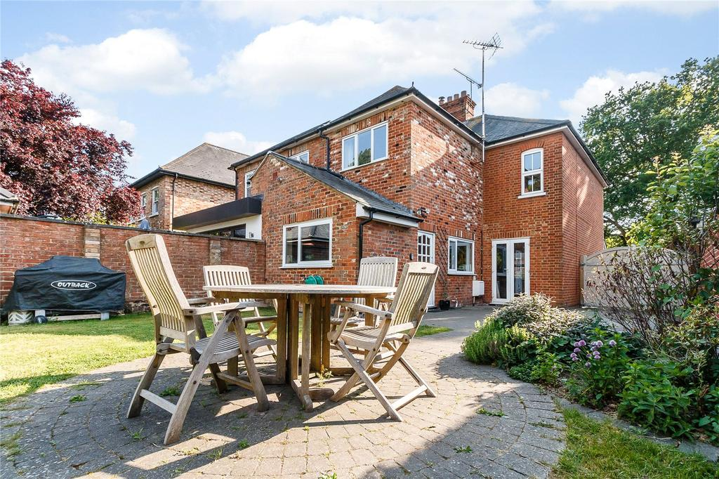 3 Bedrooms Semi Detached House for sale in Albany Cottages, Chavey Down Road, Winkfield Row, Bracknell