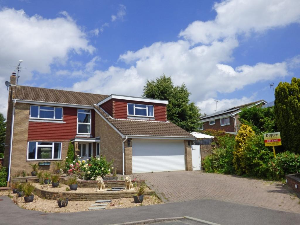 4 Bedrooms Detached House for sale in Barkdale, Burgess Hill, RH15