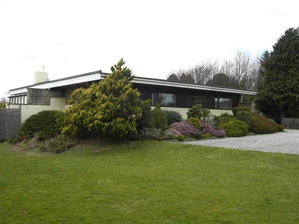 3 Bedrooms Detached Bungalow for sale in Gatherley Road, Brompton On Swale