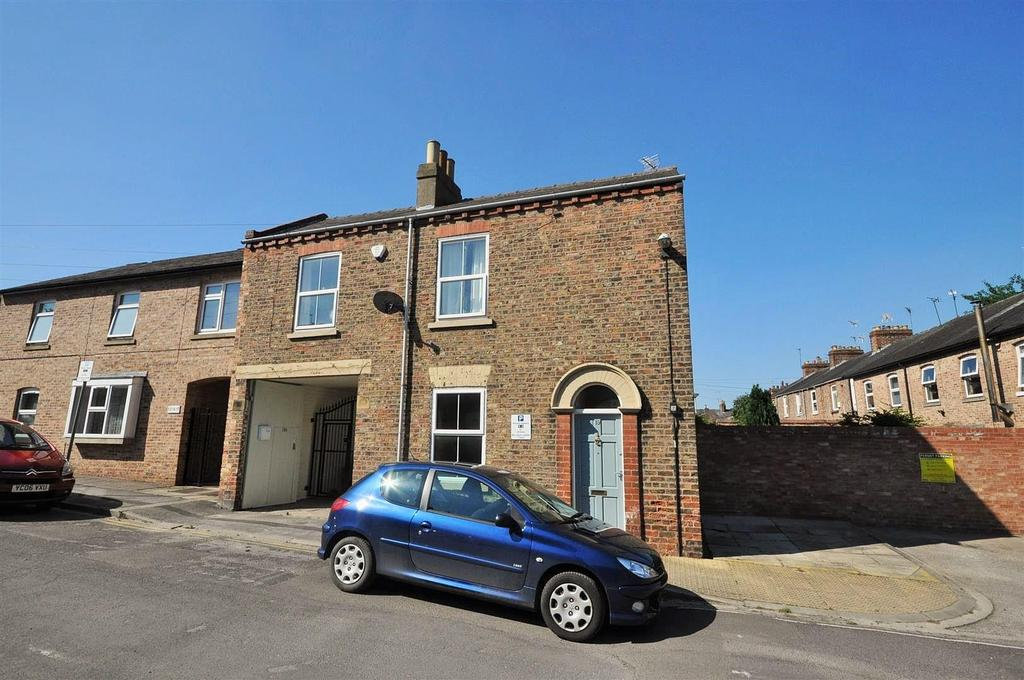 3 Bedrooms Town House for sale in Anne Street, Bishopthorpe Road, York