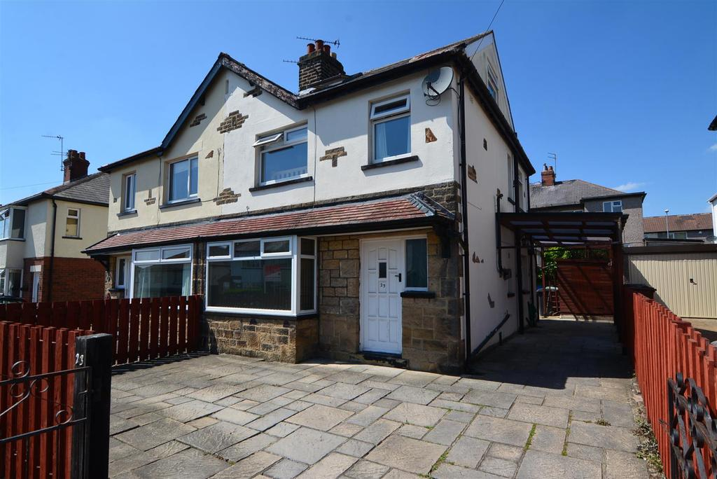 3 Bedrooms Semi Detached House for sale in Barfield Avenue, Yeadon, Leeds