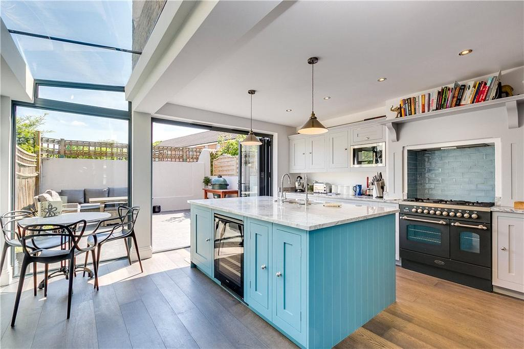 4 Bedrooms Terraced House for sale in Brayburne Avenue, London, SW4