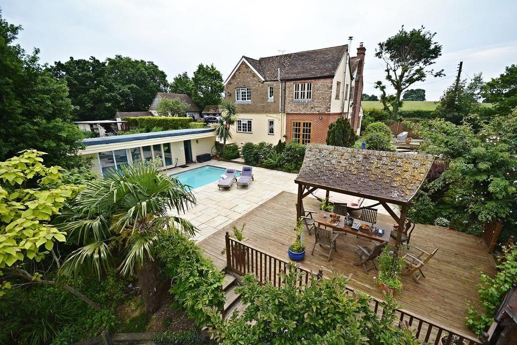5 Bedrooms Detached House for sale in Rolvenden Road, Benenden,