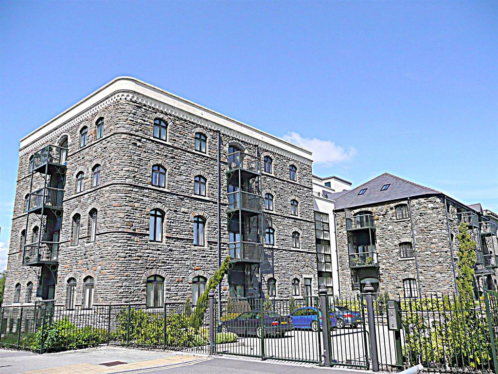 2 Bedrooms Apartment Flat for sale in Lloyd George Avenue, Cardiff