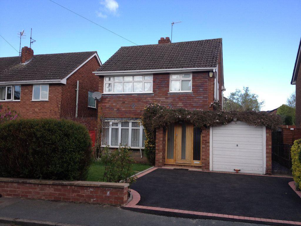 platts crescent, amblecote 3 bed detached house - £795 pcm (£183 pw)