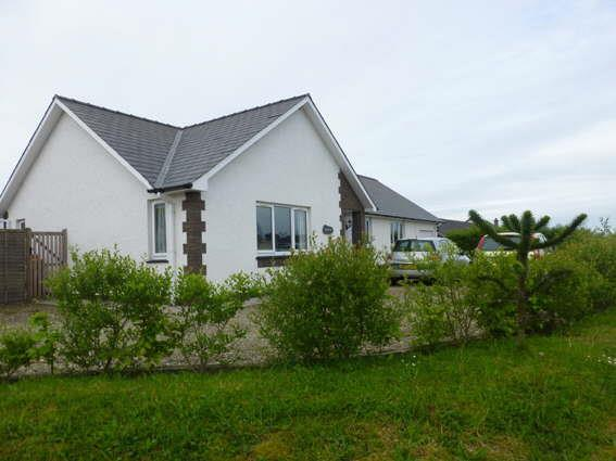 3 Bedrooms Bungalow for sale in Brynhyfryd, Pennant, Llanon