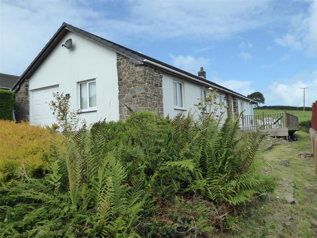 3 Bedrooms Bungalow for sale in Rhiwgoch, Aberaeron