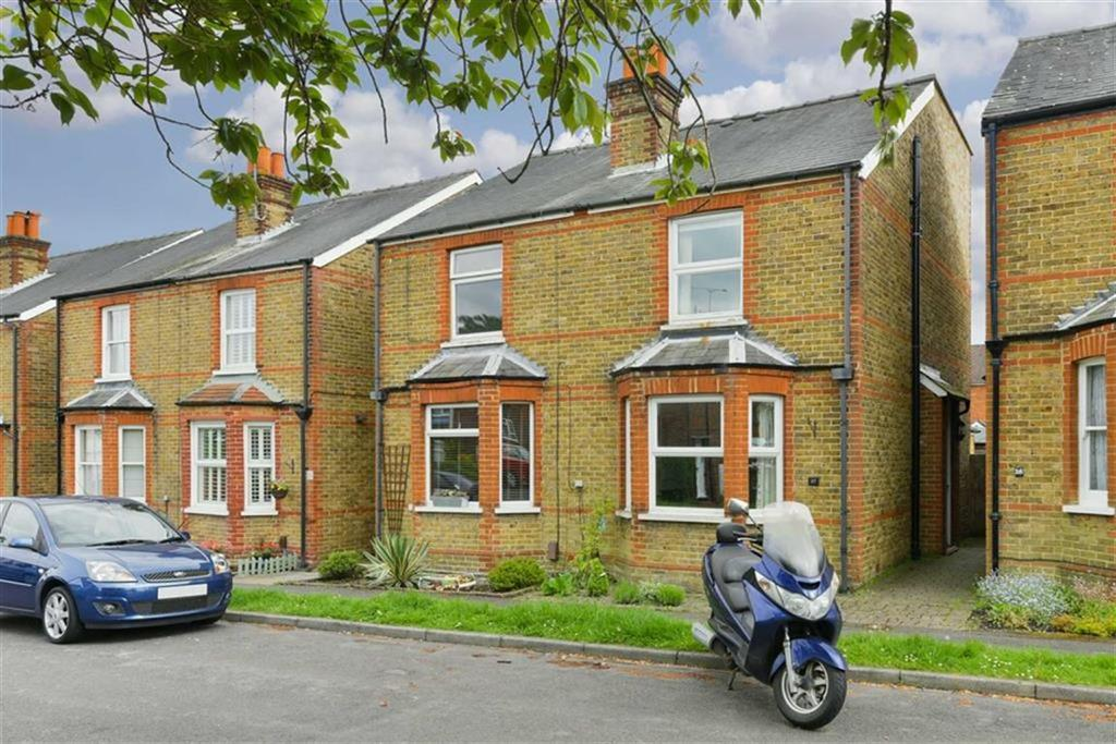 4 Bedrooms Semi Detached House for sale in Andrews Close, Epsom, Surrey