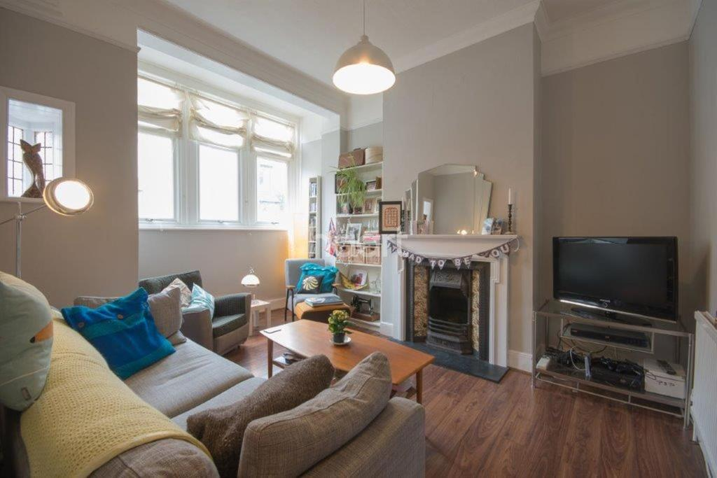 2 Bedrooms Maisonette Flat for sale in Doverfield Road, Brixton, SW2