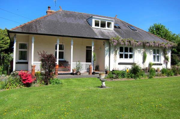 5 Bedrooms Bungalow for sale in Llangybi, Nr Lampeter