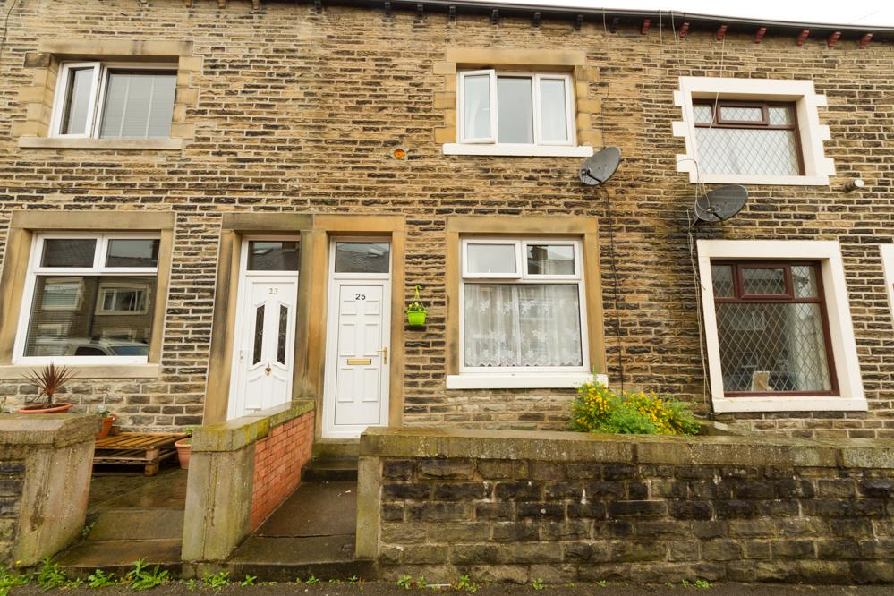 2 Bedrooms Terraced House for sale in Arthur Street, Barnoldswick BB18