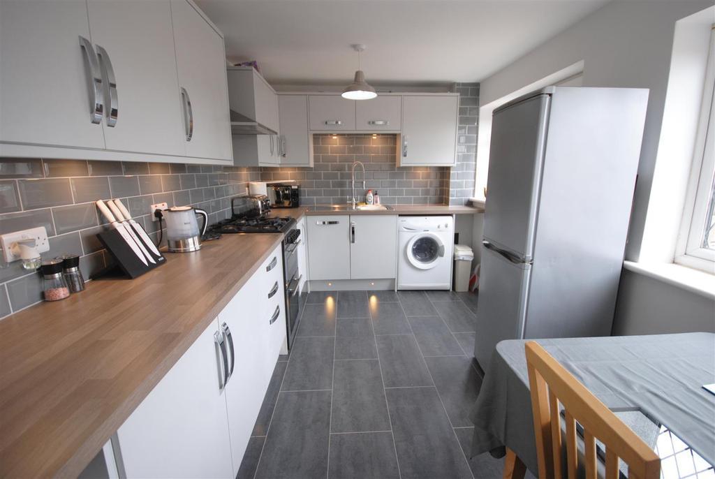 3 Bedrooms Terraced House for sale in Victoria Road, Platt Bridge, Wigan