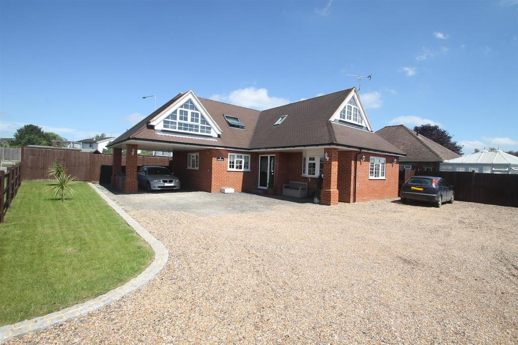 2 Bedrooms Detached House for sale in Fairbourne Lane, Harrietsham, Maidstone