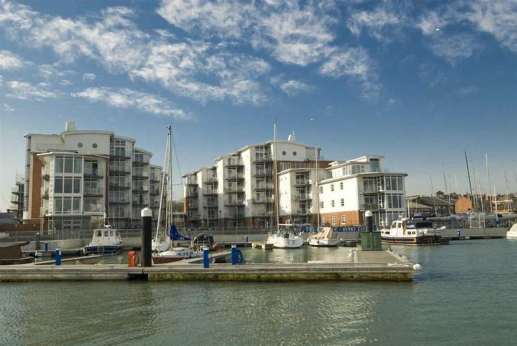 2 Bedrooms Apartment Flat for sale in Marinus, Medina Road, Cowes