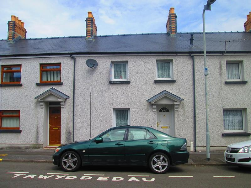 3 Bedrooms Terraced House for sale in Bowen Street, Hafod, Swansea, City And County of Swansea.