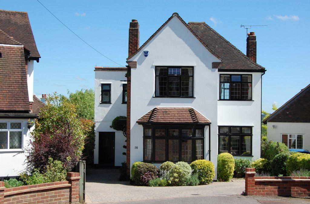 3 Bedrooms Detached House for sale in Forest Side, Buckhurst Hill, IG9