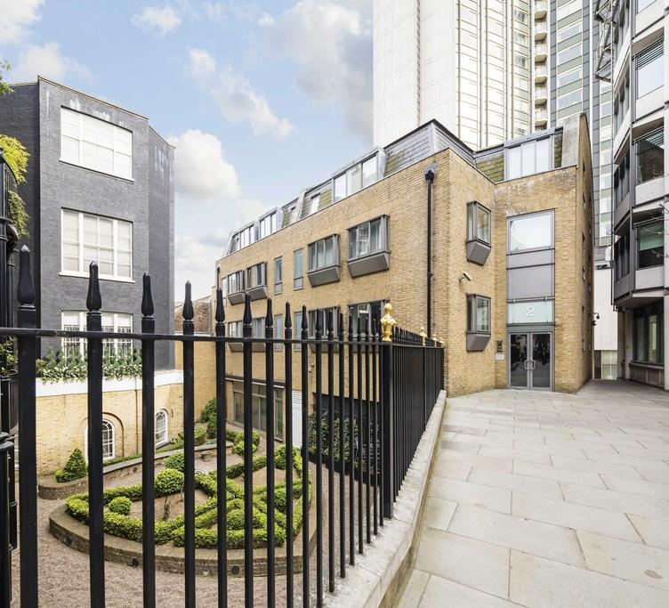 2 Bedrooms Flat for sale in Curzon Square, London, W1J