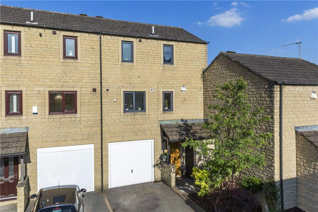 3 Bedrooms Town House for sale in Hauxley Court, Ilkley, West Yorkshire