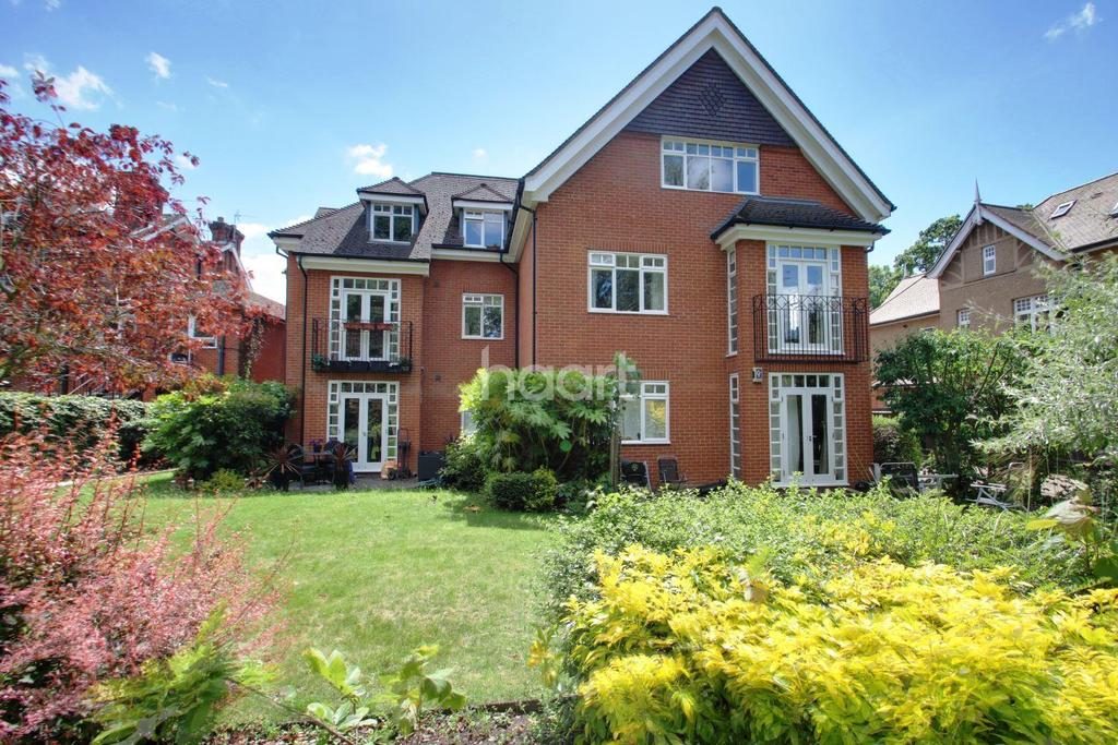 2 Bedrooms Flat for sale in Catiline Court, Main Road