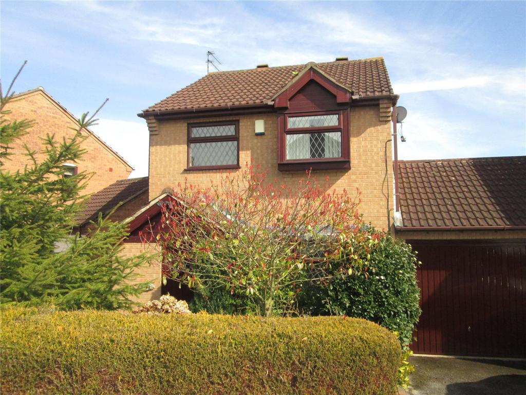 3 Bedrooms Detached House for sale in Windsor Gardens, Carlton-In-Lindrick, Nottinghamshire, S81