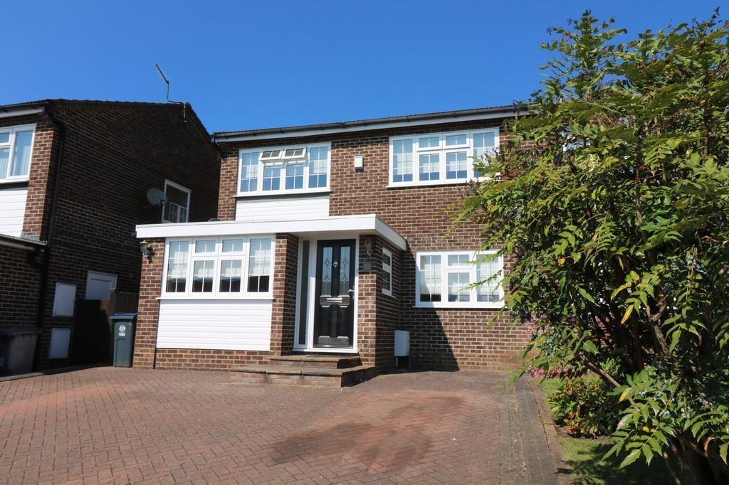 4 Bedrooms Semi Detached House for sale in Perowne Way, Puckeridge