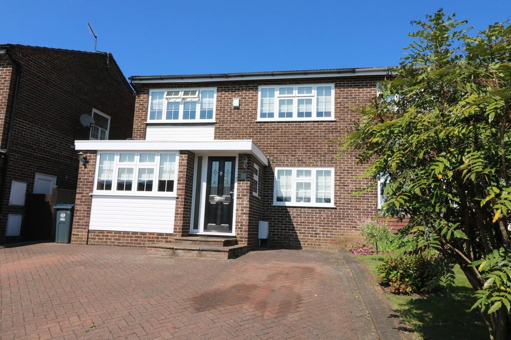 4 Bedrooms Semi Detached House for sale in Perowne Way, Puckeridge