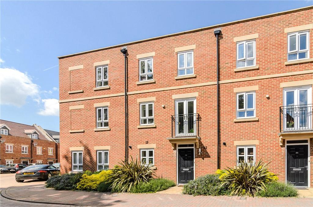 3 Bedrooms Terraced House for sale in Denman Drive, Newbury, Berkshire, RG14