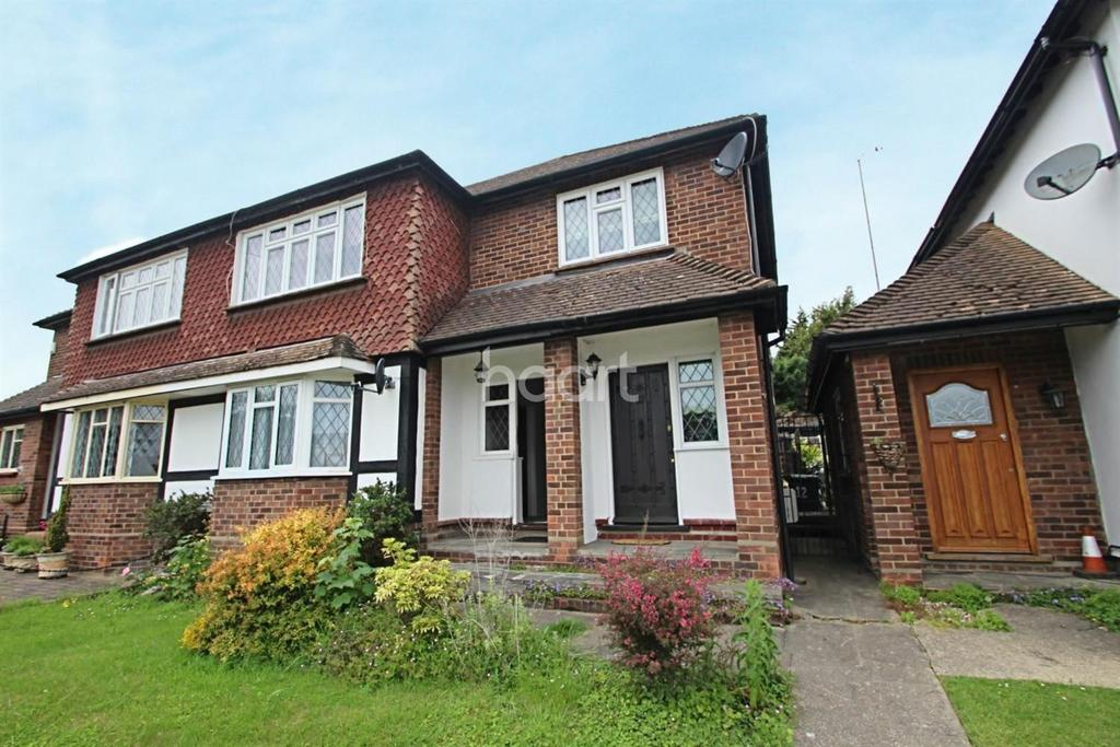 2 Bedrooms Maisonette Flat for sale in Warren Court, Chigwell