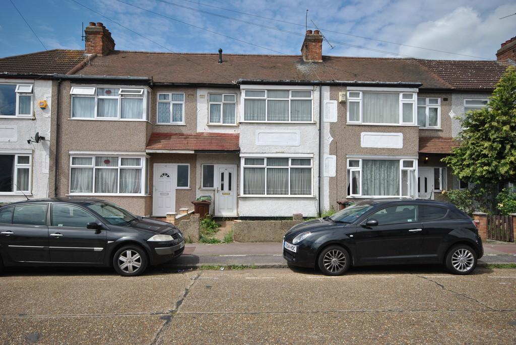 3 Bedrooms Terraced House for sale in Grosvenor Road, Dagenham