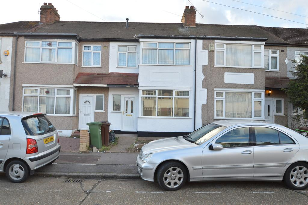 3 Bedrooms Terraced House for sale in Grosvenor Road, Dagenham