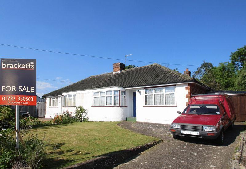2 Bedrooms Semi Detached Bungalow for sale in Oaklands Way, Hildenborough
