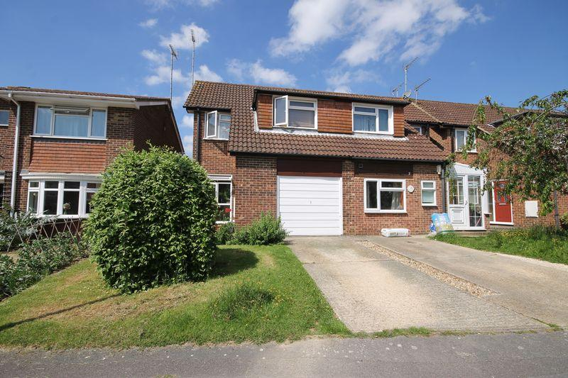 3 Bedrooms Semi Detached House for sale in Ruspers, Burgess Hill, West Sussex