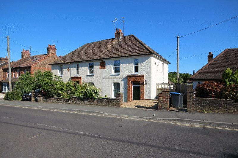 2 Bedrooms Cottage House for sale in New England Road, Haywards Heath